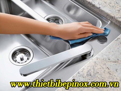 cách vệ sinh bàn chậu rửa bát inox công nghiệp